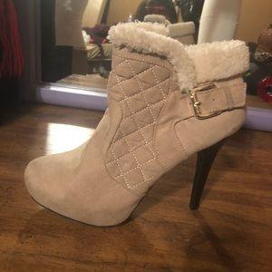 Shoes - 8.5 fur boot heels excellent condition